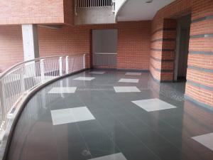 Apartamento En Venta En Caracas - Lomas del Sol Código FLEX: 18-7207 No.2