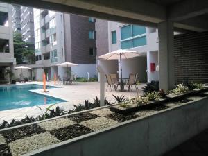 Apartamento En Venta En Maracay - Base Aragua Código FLEX: 18-7297 No.1