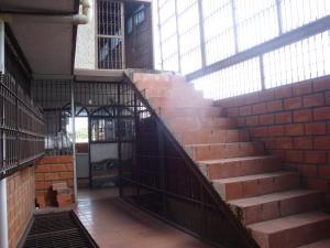 En Venta En Maracay - Santa Rosa Código FLEX: 18-7635 No.6