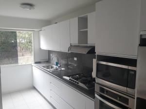 Apartamento En Venta En Caracas - Lomas del Avila Código FLEX: 18-7629 No.1