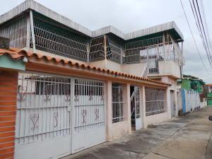 Casa En Venta En Maracay - Pinonal Código FLEX: 18-7716 No.0
