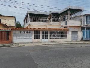 Casa En Venta En Maracay - Pinonal Código FLEX: 18-7716 No.1