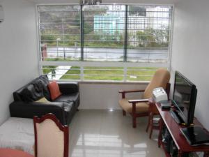 En Venta En Caracas - El Encantado Código FLEX: 18-8493 No.2