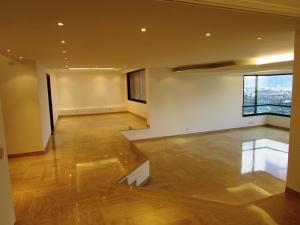 Apartamento En Venta En Caracas - Colinas del Tamanaco Código FLEX: 18-8061 No.1