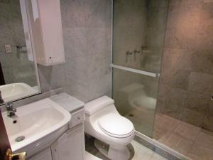 Apartamento En Venta En Caracas - Colinas del Tamanaco Código FLEX: 18-8061 No.16