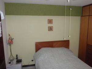 Apartamento En Venta En Caracas - El Paraiso Código FLEX: 18-8224 No.16