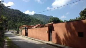 Casa En Venta En Maracay - Lomas de Palmarito Código FLEX: 18-8668 No.0