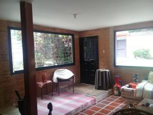Casa En Venta En Maracay - Lomas de Palmarito Código FLEX: 18-8668 No.3
