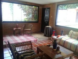 Casa En Venta En Maracay - Lomas de Palmarito Código FLEX: 18-8668 No.2