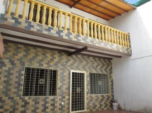 Casa En Venta En Maracay - La Coromoto Código FLEX: 18-9130 No.0