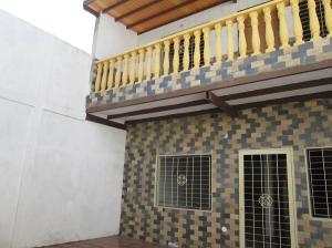 Casa En Venta En Maracay - La Coromoto Código FLEX: 18-9130 No.1