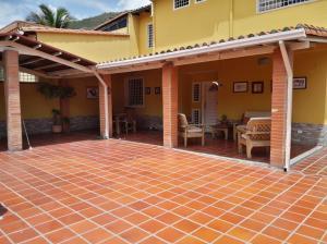 Casa En Venta En Maracay En El Castano (Zona Privada) - Código: 18-9277