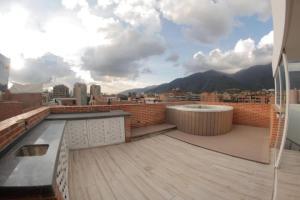 En Venta En Caracas - Campo Alegre Código FLEX: 18-9257 No.6