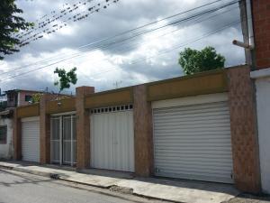 Casa En Venta En Maracay - La Coromoto Código FLEX: 18-9651 No.0