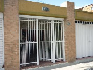 Casa En Venta En Maracay - La Coromoto Código FLEX: 18-9651 No.1