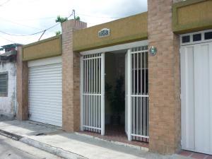 Casa En Venta En Maracay - La Coromoto Código FLEX: 18-9651 No.2