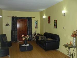 Casa En Venta En Maracay - La Coromoto Código FLEX: 18-9651 No.17