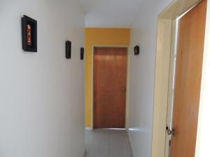 En Venta En Caracas - La Boyera Código FLEX: 18-10168 No.7