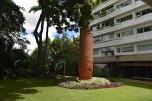 En Venta En Caracas - Las Mercedes Código FLEX: 18-10134 No.1