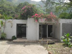Casa En Venta En Maracay - El Castano (Zona Privada) Código FLEX: 18-10348 No.0