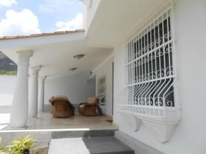 Casa En Venta En Maracay En El Castano (Zona Privada) - Código: 18-10640