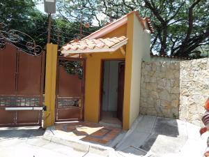 Townhouse En Venta En Maracay - Cantarana Código FLEX: 18-10692 No.2