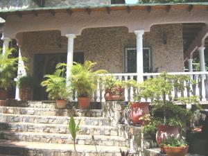 Casa En Venta En Maracay En El Castano (Zona Privada) - Código: 18-11063