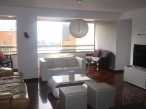 Apartamento En Venta En Caracas - Los Naranjos del Cafetal Código FLEX: 18-11067 No.2