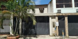 Casa En Venta En Valencia - Sabana Larga Código FLEX: 18-11890 No.1
