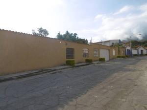 Casa En Venta En Maracay En El Castano (Zona Privada) - Código: 18-12186