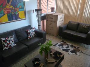 Apartamento En Venta En Caracas - Parroquia La Candelaria Código FLEX: 18-12372 No.4