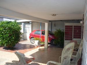 Casa En Venta En Maracay - Santa Rita Código FLEX: 18-12635 No.1