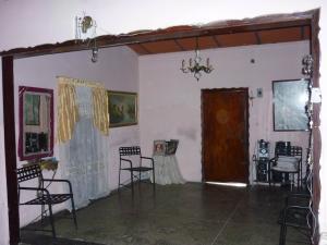 Casa En Venta En Maracay - Santa Rita Código FLEX: 18-12635 No.5