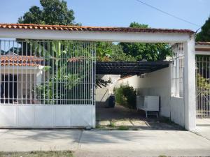 Casa En Venta En Maracay - Santa Rita Código FLEX: 18-12635 No.14