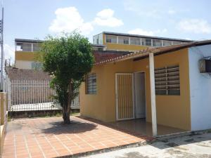 En Venta En Maracay - Santa Rita Código FLEX: 18-12896 No.1