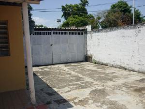 En Venta En Maracay - Santa Rita Código FLEX: 18-12896 No.14