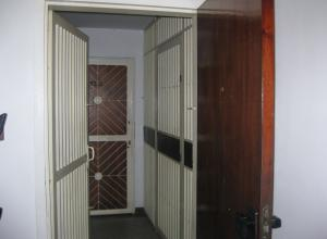 Apartamento En Venta En Maracay - Avenida Bolivar Código FLEX: 18-13348 No.2