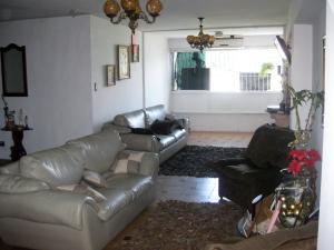 Apartamento En Venta En Maracay - Avenida Bolivar Código FLEX: 18-13348 No.3