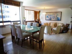 Apartamento En Venta En Caracas - El Rosal Código FLEX: 18-13751 No.1