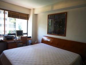 Apartamento En Venta En Caracas - El Rosal Código FLEX: 18-13751 No.6