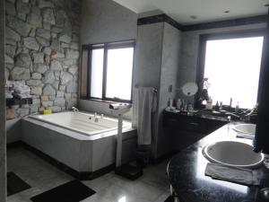 Apartamento En Venta En Caracas - Los Chorros Código FLEX: 18-15285 No.11