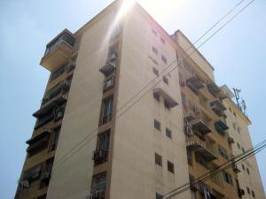 Apartamento En Venta En Maracay - Avenida Bolivar Código FLEX: 18-13348 No.0