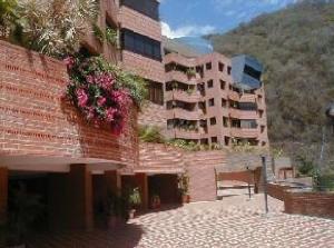 En Alquiler En Caracas - Lomas de La Alameda Código FLEX: 18-15687 No.1
