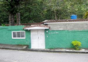Casa En Venta En Maracay - El Castano (Zona Privada) Código FLEX: 18-15794 No.1