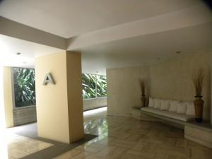 Apartamento En Venta En Caracas - Altamira Código FLEX: 18-15846 No.2