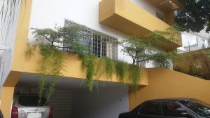 Casa En Venta En Caracas - Altamira Código FLEX: 18-15858 No.1