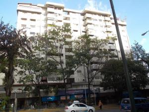 Apartamento En Venta En Caracas - El Rosal Código FLEX: 18-16332 No.0