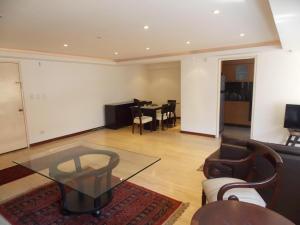 Apartamento En Venta En Caracas - El Rosal Código FLEX: 18-16332 No.3