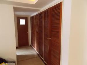 Apartamento En Venta En Caracas - El Rosal Código FLEX: 18-16332 No.6