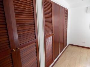 Apartamento En Venta En Caracas - El Rosal Código FLEX: 18-16332 No.10